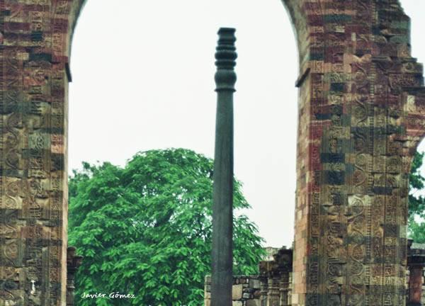 Columna de hierro en Qutb